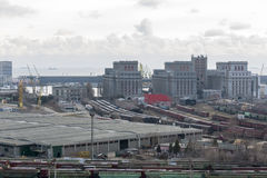 Βιομηχανική αποθήκη εμπορευμάτων λιμένων Στοκ φωτογραφία με δικαίωμα ελεύθερης χρήσης