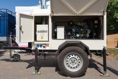 Βιομηχανική γεννήτρια diesel Εφεδρική γεννήτρια Βιομηχανική γεννήτρια diesel για το κτίριο γραφείων που συνδέεται με το πίνακα ελ στοκ φωτογραφίες