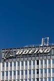 Βιομηχανική εγκατάσταση και λογότυπο του Boeing Στοκ φωτογραφία με δικαίωμα ελεύθερης χρήσης