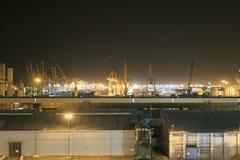 Βιομηχανική ζώνη στη Βαρκελώνη τη νύχτα Στοκ εικόνα με δικαίωμα ελεύθερης χρήσης