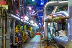 Βιομηχανική ζώνη.  Σωλήνωση μιας υψηλής πίεσης Στοκ Φωτογραφία