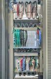 Βιομηχανική ηλεκτρική επιτροπή με τις ηλεκτρονικές συσκευές για την προστασία ηλεκτρονόμων και τον έλεγχο διαδικασίας Στοκ φωτογραφία με δικαίωμα ελεύθερης χρήσης