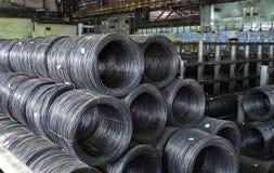 Βιομηχανική μεταλλουργική αποθήκη εμπορευμάτων ράβδων στοκ εικόνες