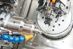 Βιομηχανική μεταλλουργική τέμνουσα διαδικασία από CNC τον κόπτη άλεσης στοκ εικόνα με δικαίωμα ελεύθερης χρήσης