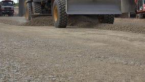 Βιομηχανική μηχανή γκρέιντερ οδοποιίας στην κατασκευή των νέων δρόμων απόθεμα βίντεο
