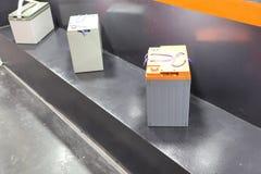 Βιομηχανική μπαταρία παρουσιασμένος στο ράφι στοκ εικόνα με δικαίωμα ελεύθερης χρήσης