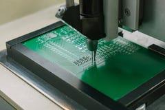 Βιομηχανική παραγωγή των μικροκυκλωμάτων κυκλωμάτων Κατασκευή των τμημάτων και των πινάκων υπολογιστών Στοκ εικόνες με δικαίωμα ελεύθερης χρήσης