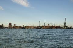 Βιομηχανική περιοχή με τους γερανούς στη Βενετία, Ιταλία, 2016 Στοκ εικόνες με δικαίωμα ελεύθερης χρήσης