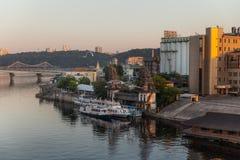 Βιομηχανική περιοχή της άποψης του Κίεβου από τη γέφυρα Rybalskii Στοκ εικόνα με δικαίωμα ελεύθερης χρήσης