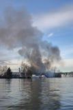 Βιομηχανική πυρκαγιά νησί του Βανκούβερ, Καναδάς ` s Mitchell Στοκ Εικόνες