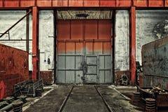Βιομηχανική πόρτα ενός εργοστασίου Στοκ Φωτογραφία