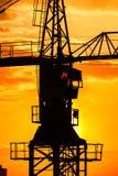 Βιομηχανική σκιαγραφία γερανών κατασκευής Στοκ φωτογραφία με δικαίωμα ελεύθερης χρήσης