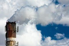 βιομηχανική στοίβα καπνού Στοκ φωτογραφία με δικαίωμα ελεύθερης χρήσης
