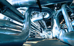 Βιομηχανικοί σωληνώσεις και εξοπλισμός χάλυβα Στοκ Φωτογραφία