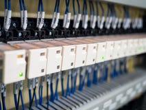 Βιομηχανικός έλεγχος μηχανών υψηλής τεχνολογίας από το programing κούτσουρο PLC Στοκ Εικόνα