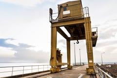 Βιομηχανικός γερανός πάνω από το μεγάλο φράγμα Ubonrat coulee Στοκ φωτογραφία με δικαίωμα ελεύθερης χρήσης
