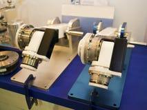 Βιομηχανικός λειτουργώντας βραχίονας ρομπότ Στοκ εικόνα με δικαίωμα ελεύθερης χρήσης