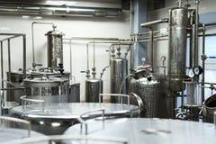 Βιομηχανικός εξοπλισμός τροφίμων, βιομηχανικοί ποτοποιοί του οινοπνεύματος Στοκ Εικόνες