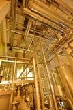 Βιομηχανικός εξοπλισμός στις μονάδες των εγκαταστάσεων για την παραγωγή της μπύρας Στοκ Εικόνα