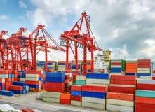 Βιομηχανικός λιμένας με τα εμπορευματοκιβώτια στο φορτίο Στοκ φωτογραφίες με δικαίωμα ελεύθερης χρήσης