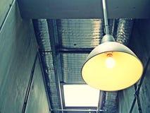 Βιομηχανικός κρεμώντας λαμπτήρας ύφους Στοκ φωτογραφία με δικαίωμα ελεύθερης χρήσης