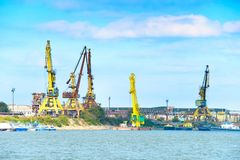 Βιομηχανικός λιμένας φορτίου ποταμών Δούναβη Στοκ φωτογραφία με δικαίωμα ελεύθερης χρήσης