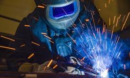 Βιομηχανικός οξυγονοκολλητής χάλυβα στο εργοστάσιο τεχνικό, Στοκ εικόνα με δικαίωμα ελεύθερης χρήσης