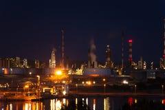 Βιομηχανικός σύνθετος του Port-de-Bouc τη νύχτα, Γαλλία στοκ εικόνες