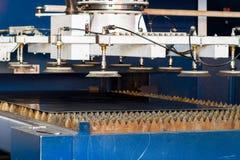 βιομηχανικό λέιζερ κοπτών Στοκ Εικόνες