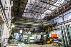 Βιομηχανικό εργαστήριο ή υπόστεγο στην παραγωγή των συστημάτων εξαερισμού Στοκ Φωτογραφίες