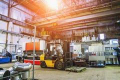 Βιομηχανικό εργαστήριο ή υπόστεγο στην παραγωγή των συστημάτων εξαερισμού Στοκ φωτογραφίες με δικαίωμα ελεύθερης χρήσης