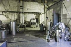 Βιομηχανικό εργαστήριο ή υπόστεγο στην παραγωγή των συστημάτων εξαερισμού Μεταλλουργικό εργοστάσιο Στοκ εικόνα με δικαίωμα ελεύθερης χρήσης