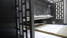 Βιομηχανικό εργοστάσιο, βιομηχανία ζαχαρωδών προϊόντων, εξοπλισμός για τα προϊόντα αλευριού απόθεμα βίντεο