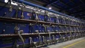 Βιομηχανικό εσωτερικό, κλίβανος σηράγγων για το ψήσιμο των κεραμικών κεραμιδιών, παραγωγή των κεραμικών κεραμιδιών, εργοστάσιο γι φιλμ μικρού μήκους