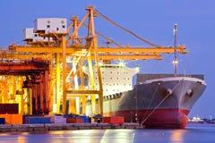 Βιομηχανικό σκάφος φορτίου εμπορευματοκιβωτίων Στοκ Εικόνα