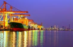 Βιομηχανικό σκάφος φορτίου φορτίου εμπορευματοκιβωτίων Στοκ εικόνα με δικαίωμα ελεύθερης χρήσης