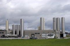 βιομηχανικό σύγχρονο φυτό εργοστασίων τυριών Στοκ εικόνα με δικαίωμα ελεύθερης χρήσης