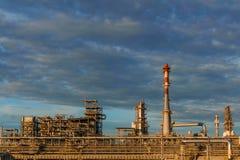 Βιομηχανικό τοπίο - εγκαταστάσεις καθαρισμού στοκ εικόνες με δικαίωμα ελεύθερης χρήσης