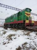 βιομηχανικό τοπίο Σιδηρόδρομος και μετακινώντας ατμομηχανή diesel στοκ εικόνες