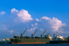 Βιομηχανικό φορτηγό πλοίο στο λιμένα Πόρτλαντ, Αυστραλία στοκ εικόνες