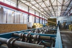 Βιομηχανικό manufactory εργαστήριο για τη γραμμή παραγωγής επιτροπής σάντουιτς θερμικής μόνωσης για την κατασκευή Στοκ εικόνα με δικαίωμα ελεύθερης χρήσης