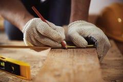 Βιοτέχνης με τα εργαλεία κατασκευής Στοκ Φωτογραφίες