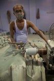 Βιοτέχνης με dust-mask που λειτουργεί για τη Tara, ένα τίμιο εμπόριο Organiza Στοκ φωτογραφία με δικαίωμα ελεύθερης χρήσης