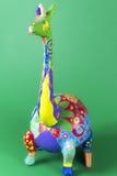 Βιοτεχνία, τέχνη, εργασία, giraffe, camelopard, ζωηρόχρωμο, ζωηρόχρωμο, χρωματισμένο, πράσινο υπόβαθρο Στοκ εικόνα με δικαίωμα ελεύθερης χρήσης