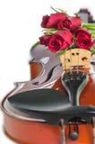 Βιολί και κόκκινα τριαντάφυλλα στοκ φωτογραφία