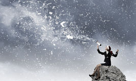 Βιολί παιχνιδιού γυναικών Santa Στοκ εικόνα με δικαίωμα ελεύθερης χρήσης