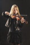βιολί παιχνιδιού κοριτσ&iot Στοκ φωτογραφία με δικαίωμα ελεύθερης χρήσης