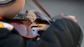Βιολί, παιδί που παίζει το βιολί φιλμ μικρού μήκους