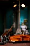 Βιολί στο στούντιο μουσικής Στοκ εικόνα με δικαίωμα ελεύθερης χρήσης