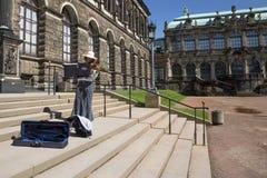 Βιολιστής στα βήματα Στοκ Εικόνες